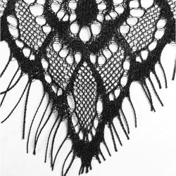 Châle à Capuche Gothique 'Amuria' en Dentelle Noire